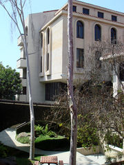 The George Lucas Building, the center of the School of Cinematic Arts
