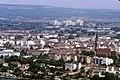 090R33310782 Blick vom Donauturm, Blick Richtung Floridsdorf, rechts Kirche am Kinzerplatz, dahinter Hallen der ÖBB Hauptwerkstätt.jpg