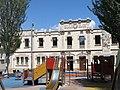 160 Antigues escoles, pl. Primer Homenatge a la Vellesa 1 (Sant Sadurní d'Anoia).jpg