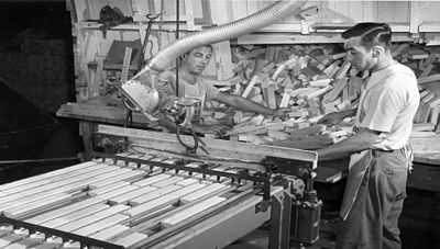 1952 Andersen begins fitting its windows with Welded Insulating Glass