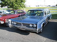 1967 Chrysler Town and Country (4345703600).jpg