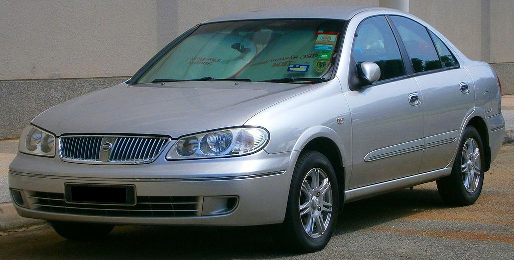 File:2004 Nissan Sentra N16 SG in Cyberjaya, Malaysia (01 ...