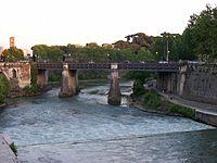 2012-05-15 Roma ponte Palatino da ponte Cestio 2.jpg