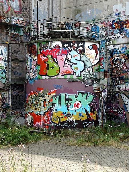 File:20140727 Graffiti at Landbouwbelang Building in Maastricht 02.jpg