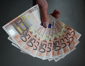 The 50 euro banknote (ES1) has an orange colour scheme, and its gateway and bridge are from the Renaissance. 50 Eurobanknoten in der Hand aufgefaechert.JPG