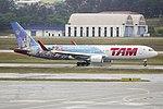 767-300ER LATAM SBGR (35963535044).jpg