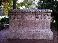 ANCExplorer Robert Todd Lincoln grave.jpg