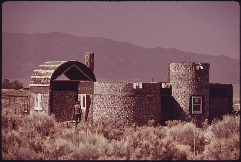 File:ANOTHER EXPERIMENTAL HOUSE MADE OF EMPTY STEEL BEER AND SOFT DRINK CAN CONSTRUCTION NEAR TAOS, NEW MEXICO. THIS HOUSE... - NARA - 556628.jpg
