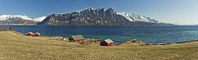 A view to Toppsundet from Ytter-Aun, Hinnøya, Troms, Norway, 2015 April.jpg