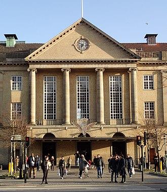 Aarhus Central Station - Image: Aarhus Hovedbanegård (april)