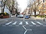 Le passage piéton sur Abbey Road (Londres) aujourd'hui filmé 24 heures sur 24 par une EarthCam(en) (lien).