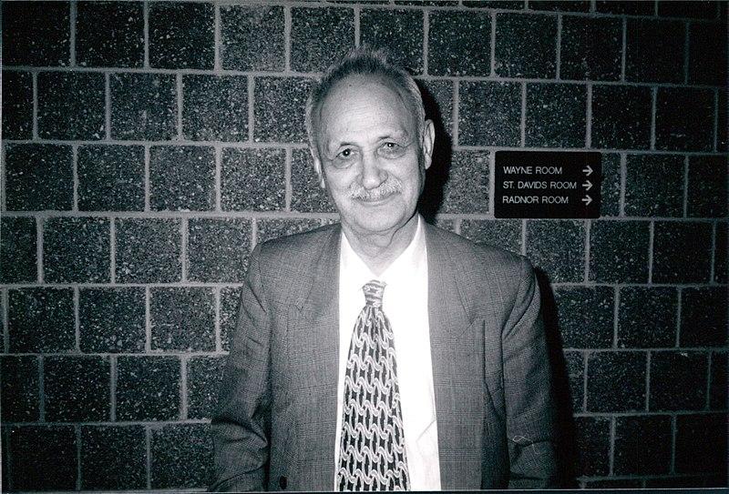 عبدالحسین زرینکوب در دانشگاه ویلانوا (حدود ۱۹۹۸ میلادی)