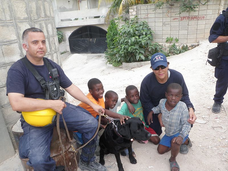 https://upload.wikimedia.org/wikipedia/commons/thumb/f/f5/Aid_Relief_for_Haitian_Orphanage_%284293572791%29.jpg/800px-Aid_Relief_for_Haitian_Orphanage_%284293572791%29.jpg