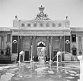 Alexandrië. Gezicht op een portaal van het Ras el Tinpaleis met aan weerzijden s, Bestanddeelnr 252-1711.jpg