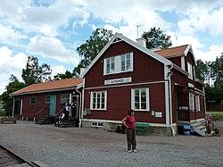 Almunge station 2009.JPG