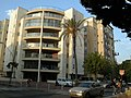 Apartment building corner of Rashi and HaPodim St. Ramat Gan - panoramio.jpg