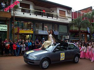 Arab Argentines - Rocío Chalup, Queen of the Arab community in the Fiesta Nacional del Inmigrante in Oberá, Misiones.