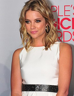 Ashley Benson People's Choice Awardseissa tammikuussa 2012.