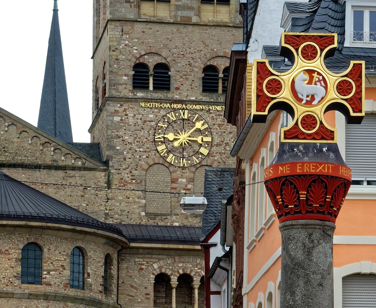 1280px-Auf_dem_Marktplatz_in_Trier.jpg