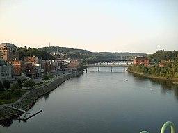 Kennebecfloden, her i september 2006, flyder igennem Augusta.