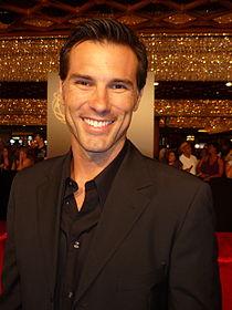 Austin Peck 2010 Daytime Emmy Awards 1.jpg