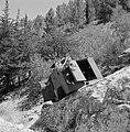 Autowrak van een pantservoertuig op een helling langs de kant van de weg, Bestanddeelnr 255-2222.jpg