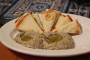 Baba ghanoush - Image: Baba ganoush and pita