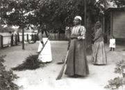 Women using brooms made from bambusa (1899)