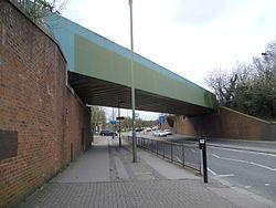 Barnet Hill railway bridge.JPG