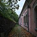 Barracks in Suomenlinna in autumn.jpg