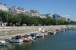 Bassin de l'Arsenal July 2012 N05.jpg