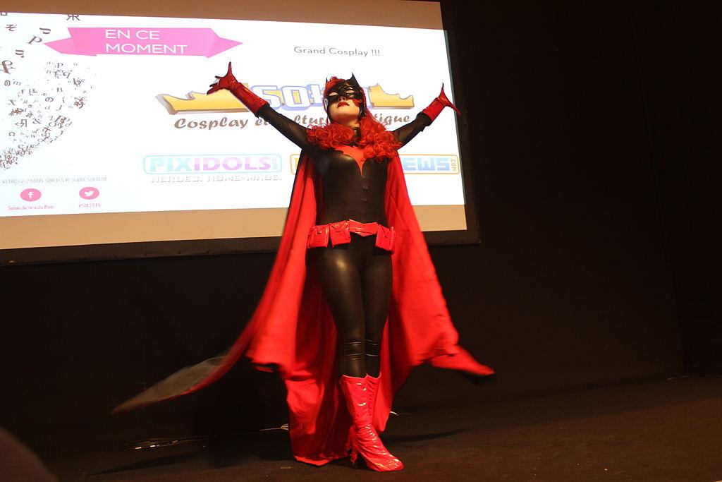File batwoman salon du livre de paris 2015 2 jpg for Salon du livre porte de versailles 2015