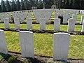 Becklingen War Cemetery Grabsteine (1).JPG
