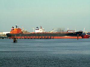 Bel Taylor - IMO 8913849 - Callsign V7HI6 p1 at the '7e Petroleumhaven', Port of Rotterdam, Holland 23-Apr-2006.jpg
