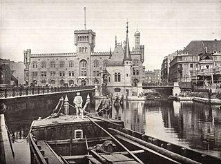Mühlendammschleuse [Public domain], via Wikimedia Commons