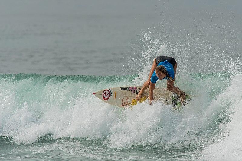File:Bethany Hamilton surfing.jpg
