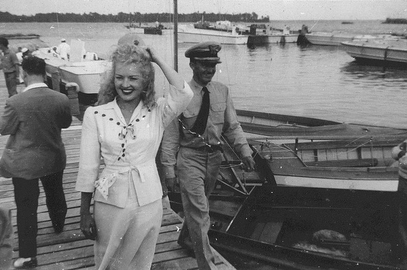 File:Betty Grable, New River, North Carolina, 1942 (15896476641).jpg