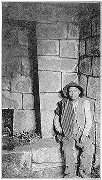 Bingham1922 Mausoleo de Machu Picchu.jpg
