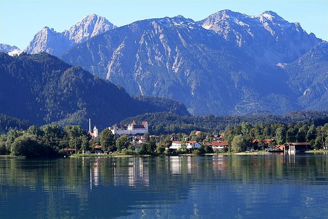 Forggensee attraction f ssen allemagne guide de voyage for Die kuche der alpen
