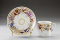 Blommig porslinskopp och fat från 1826 - Hallwylska museet - 93838.tif