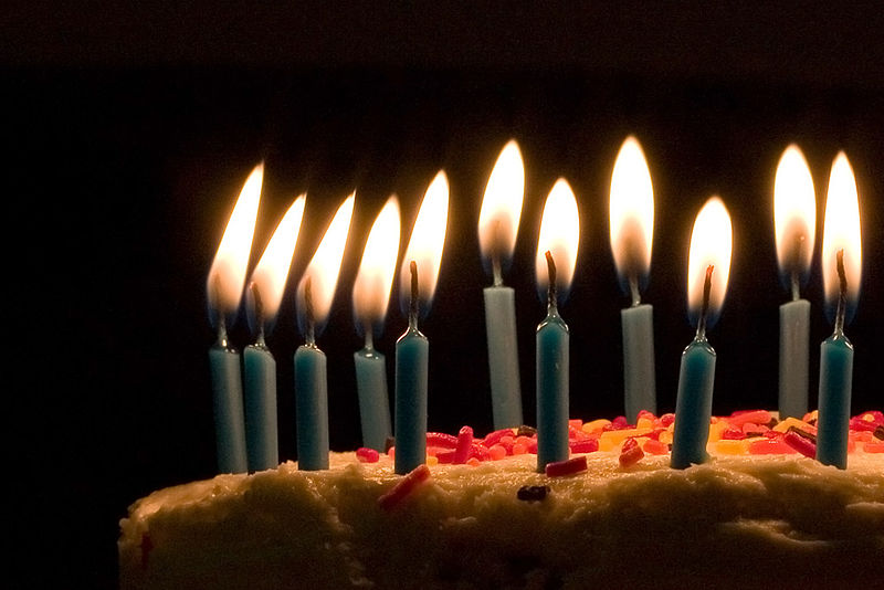 File:Blue candles on birthday cake.jpg