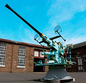 Bofors 40 mm gun - British Bofors 40 mm L/60 on a 360 degree turret mount, England.