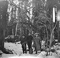 Brebner children in the woods (18552698458).jpg