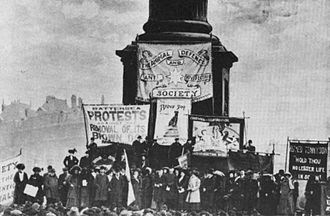 Lizzy Lind af Hageby - Trafalgar Square, London, 19 March 1910, protesting the removal of the Brown Dog statue from Battersea Park; Lind af Hageby's Animal Defence and Anti-Vivisection Society banner can be seen in the background.