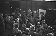 Bundesarchiv Bild 101I-027-1476-21A, Marseille, Gare d'Arenc. Deportation von Juden