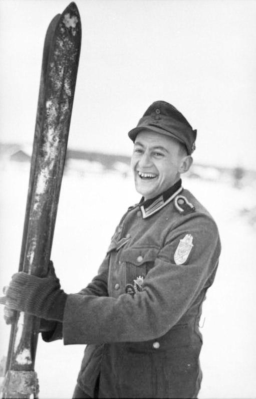 Bundesarchiv Bild 101I-099-0735-15, Nordeuropa, Gebirgsjäger mit Narvikschild und Ski