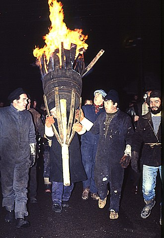 Burning of the Clavie - Image: Burning Of The Clavie 2(Anne Burgess)Jan 1984