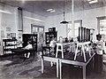 COLLECTIE TROPENMUSEUM Laboratorium van de suikeronderneming Ketegan Soerabaja TMnr 60052493.jpg