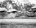 COLLECTIE TROPENMUSEUM Verwoestingen in een dorp op Bali na een aardbeving TMnr 10022032.jpg