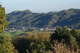 Carpineti - Image: Carpineti castello e paese
